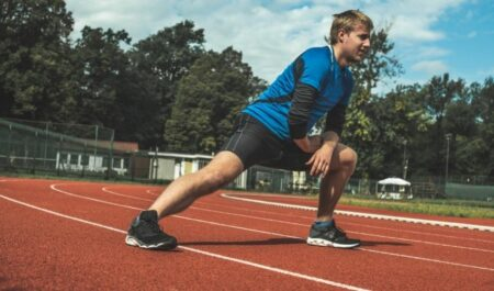 Stretches To Do Before Running - Side Lunge